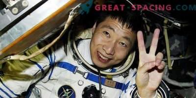 En kinesisk astronaut talar om ett konstigt ljud i en rymdfarkost. Yttrande ufologov